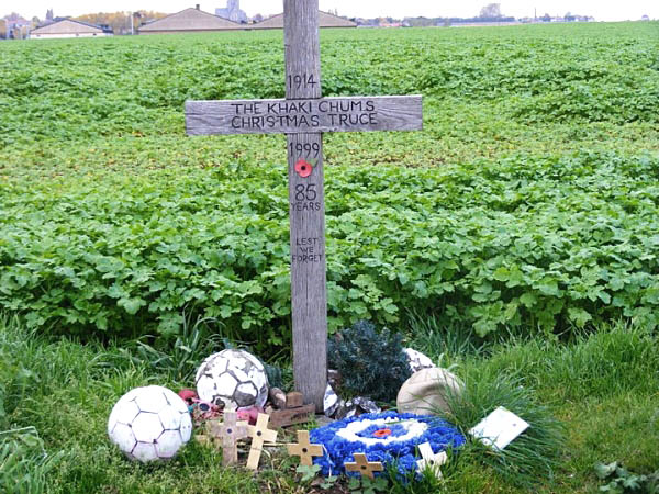 12 Memorial to 1914 Christmas Truce