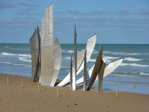 17 Les Braves Monument Omaha Beach