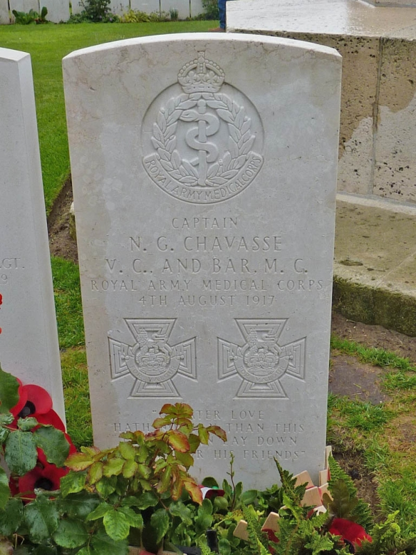 01 Grave of Noel Chavasse double VC winner