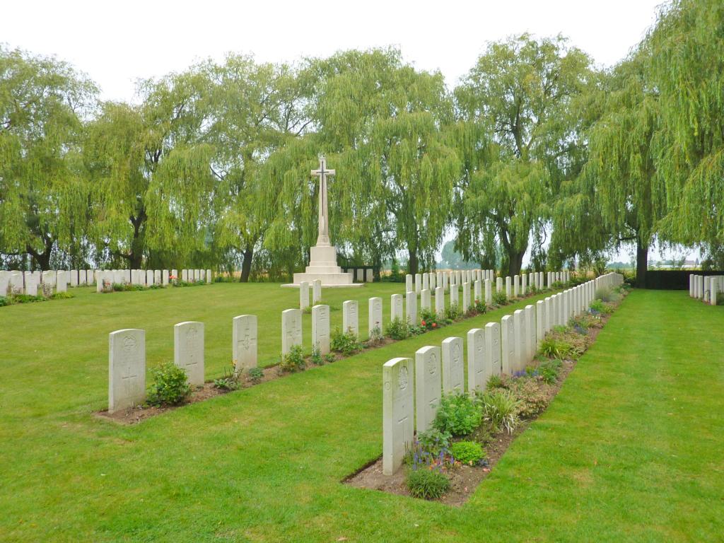 01. Le Trou Aid Post Cemetery, Fromelles
