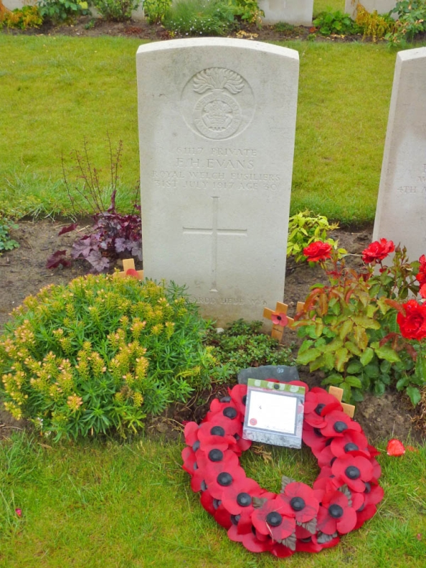 25 Grave of WW1 poet Hedd Wyn