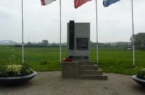 RE Crossing Memorial – Arnhem Battlefield Tour