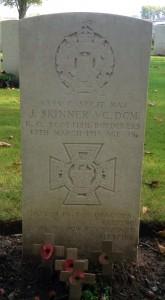07 VC winner Jock Skinner's grave in Vlamertinghe New Military Cemetery