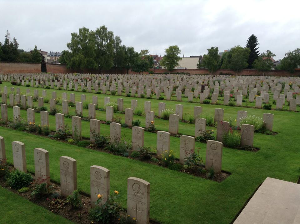 17 The cemetery at the Arras Memorial contains over 2,650 Commonwealth burials of the First World War