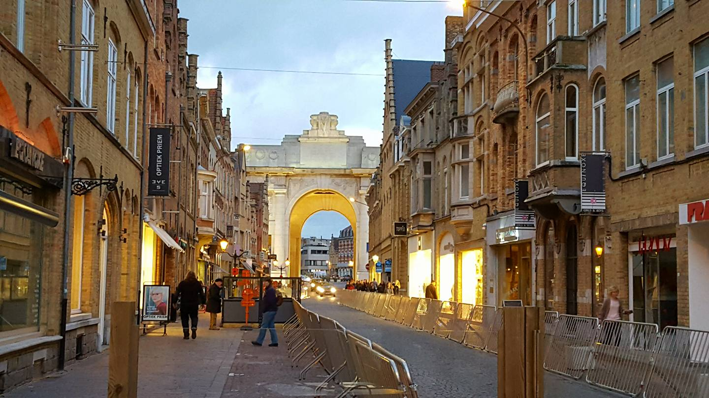 01-a-view-of-the-menin-gate-ypres-the-eve-of-armistice