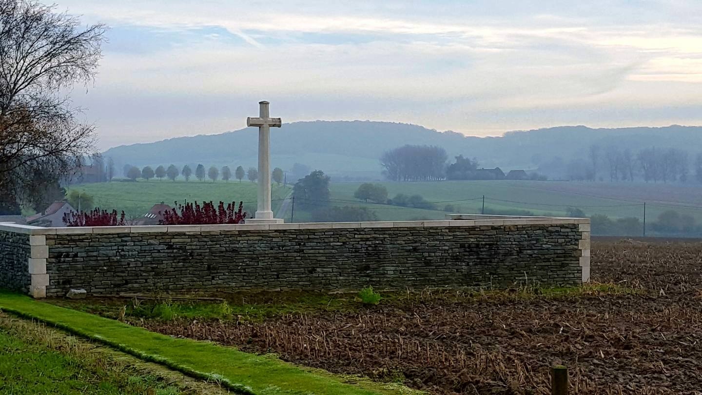12-locre-hospital-cemetery-ypres-salient-with-a-view-of-mount-kemmel-in-the-background