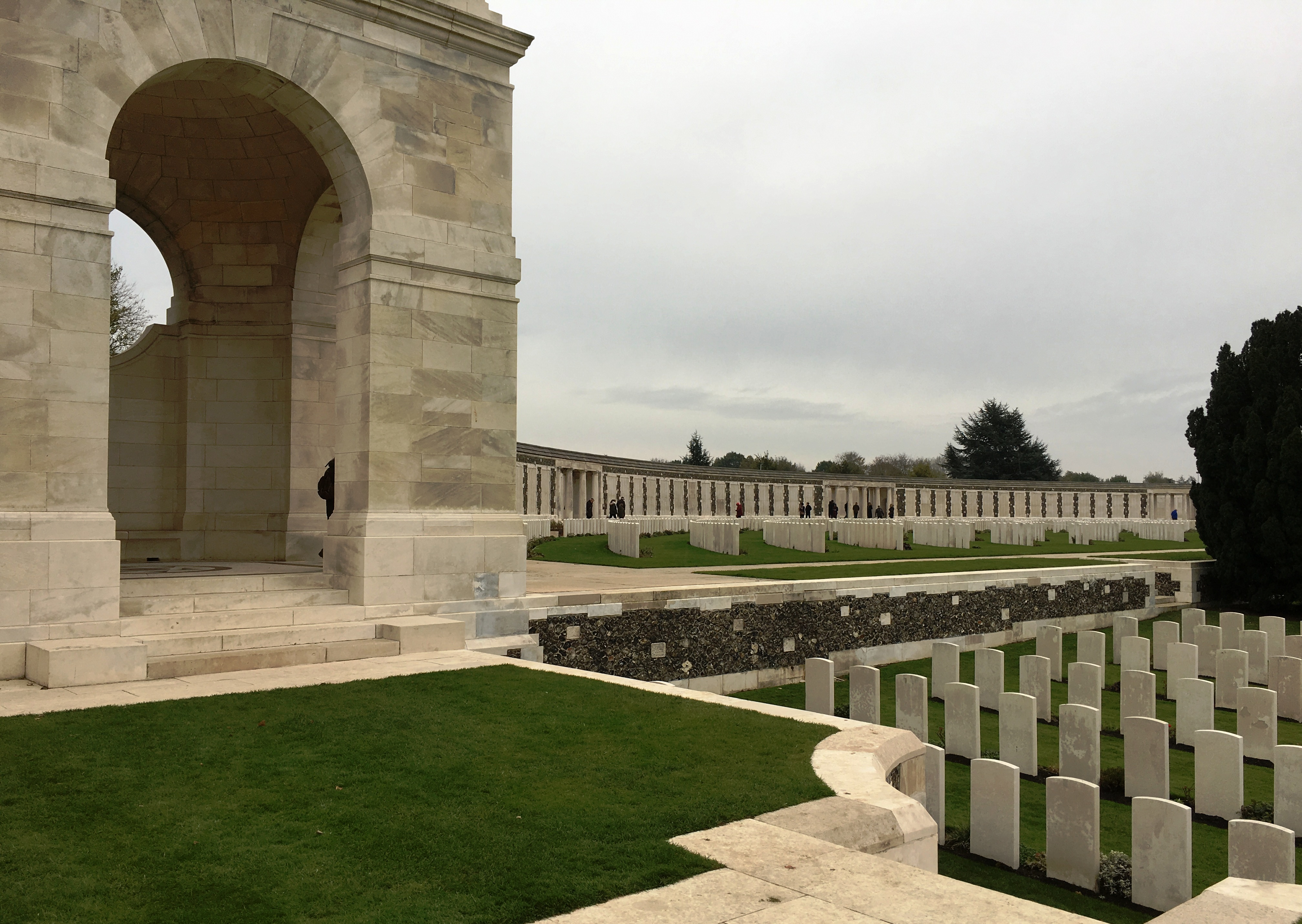 31-view-of-tyne-cot-and-the-wall-of-remembrance-ypres-salient