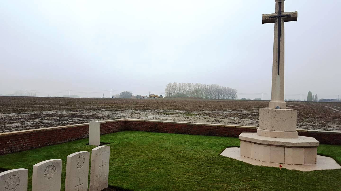 42-caesers-nose-cemetery-looking-towards-pilckem-ridge-ypres-salient