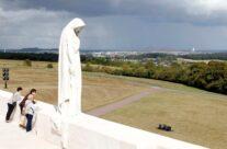 Mother Canada, the Vimy Ridge WW1 Memorial – Gardens of Stone book by Stephen Grady WW2 Tour