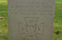 VC winner Jock Skinner's grave in Vlamertinghe New Military Cemetery – Ypres Battlefield Tour